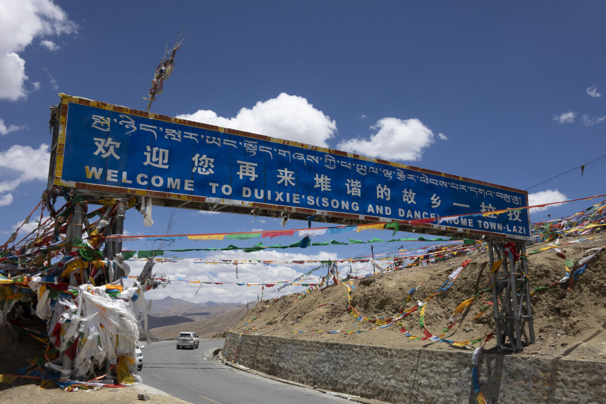 Entering Lhatse