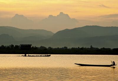 Cruise Myanmar's Ayeyarwady River