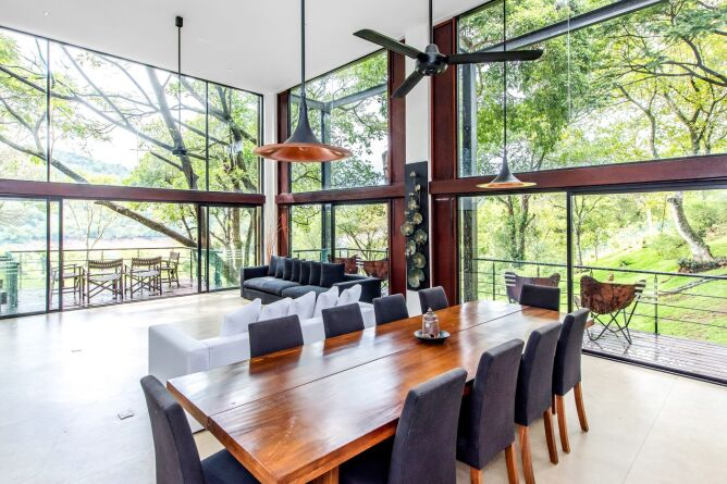 Dine surrounded by the forest