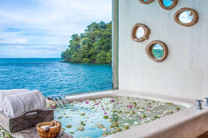 Royal villa sunken bath