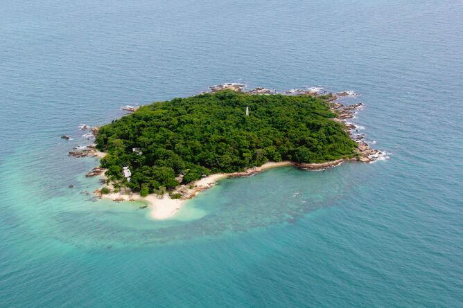 The tiny island of Koh Munnork