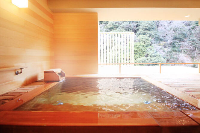 Private chartered hot spring