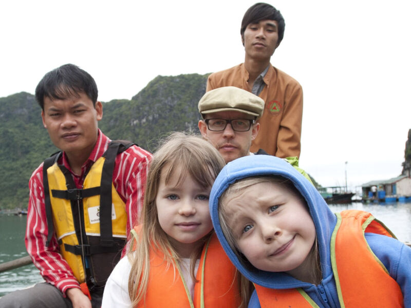 Awkward family photos, Selective Asia style...