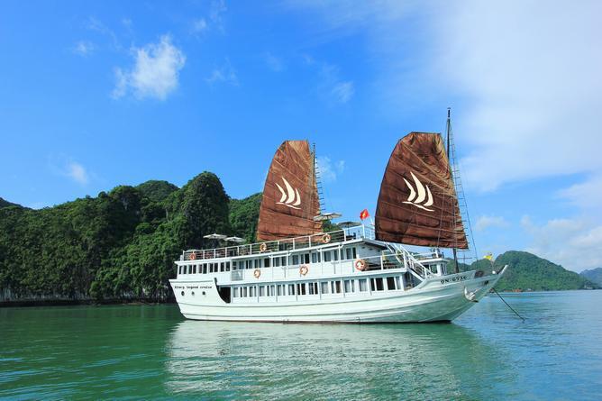 Glory Legend junk on Halong Bay