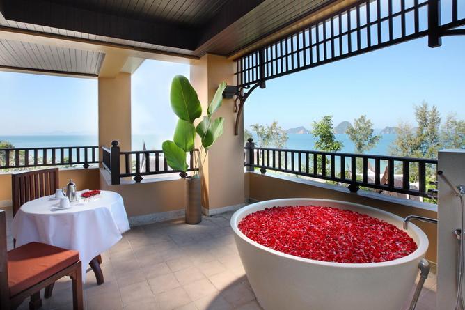 Grand Deluxe Jacuzzi Suite balcony