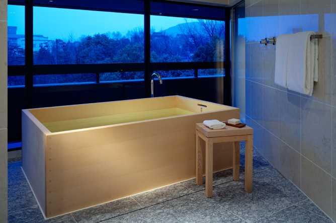 Deluxe balcony bathroom
