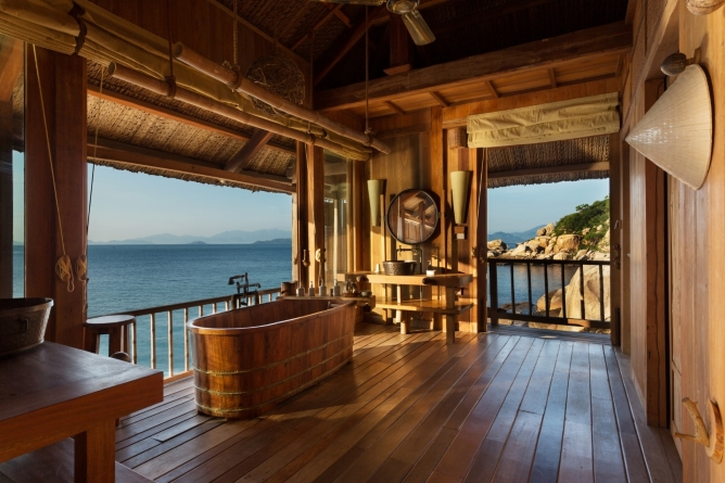 Rock Pool Villa - bathroom with a view