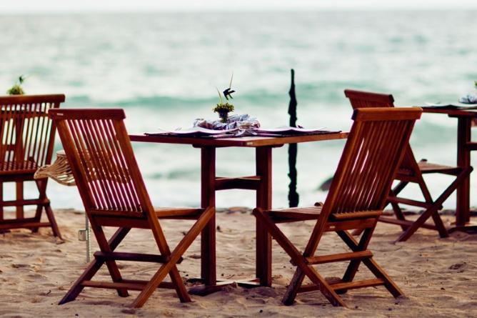 Bombyx Beach Restaurant