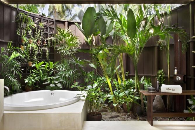 Shantaa Sweet bathroom