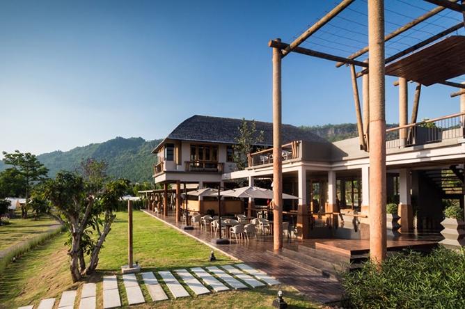 Main building & restaurant area