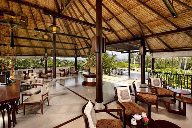 Hotel reception area & lounge