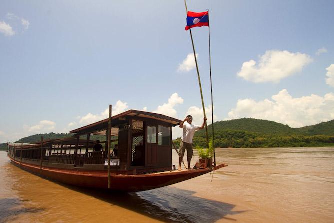 A Shompoo Cruise boat