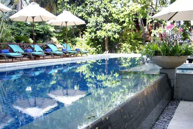 Swimming pool & terrace