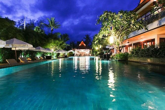 Swimming pool & sun loungers