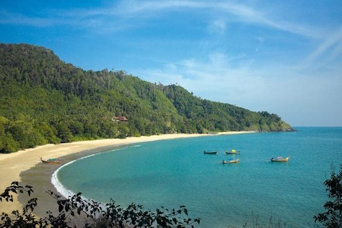 The long stretch of deserted beach that the Pimalai Resort sits on