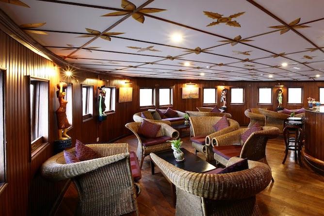 The saloon bar & lounge
