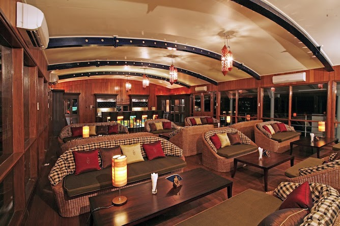 Saloon bar & lounge