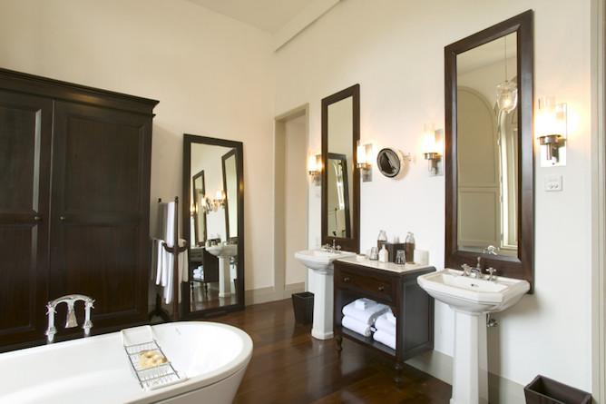 Church street suite bathroom
