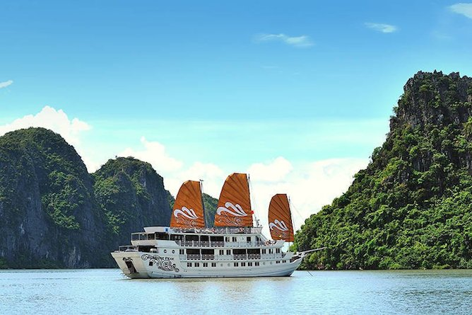 Paradise Peak cruising Halong Bay
