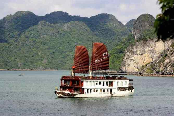The Violet cruising Halong Bay