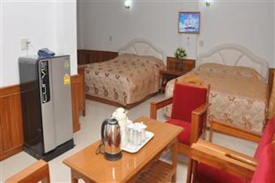 Clean & spacious bedroom