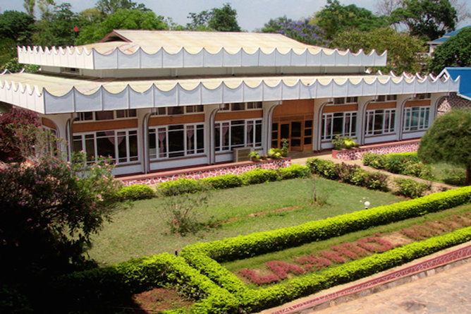 Lashio Motel gardens