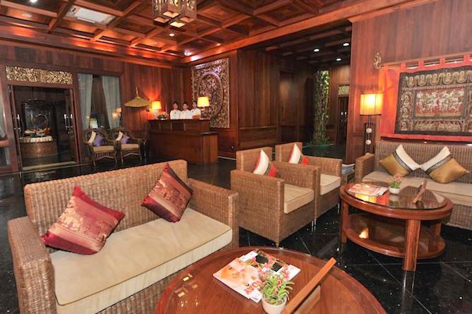 Resort lobby & lounge