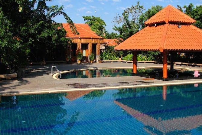 Swimming pool & sun terrace