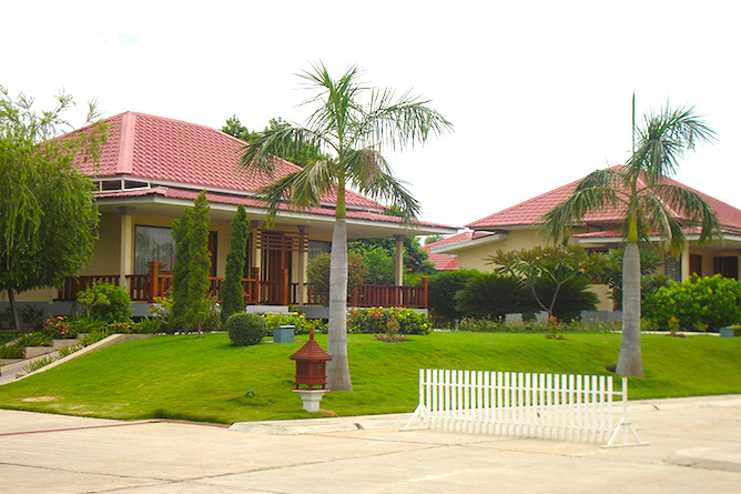 Typical bungalows at Win Unity