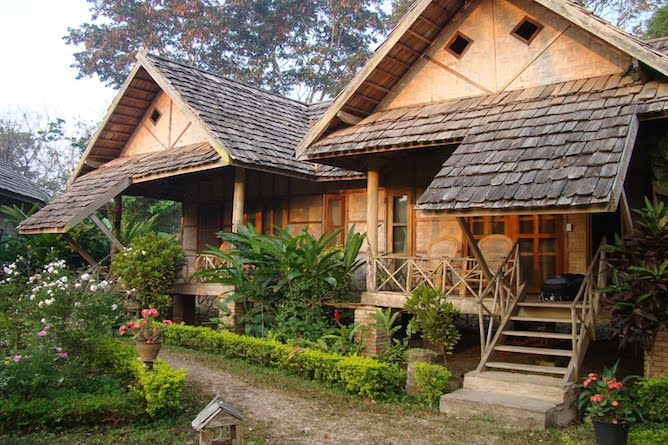 Typical lodges at the guesthouse