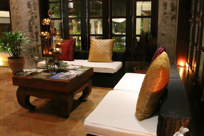Hotel lobby & lounge