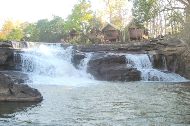 The rural Tad Lo Lodge with waterfall in your front garden!