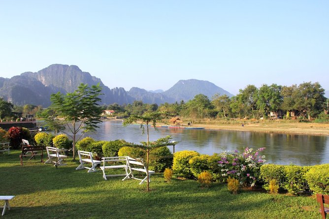 Thavonsouk resort vang vieng standard for Domon river guesthouse vang vieng