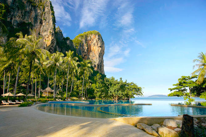 The spectacular infinity pool