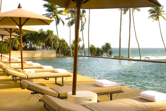 Swimming pool, terrace & view to the ocean