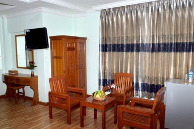 Deluxe Room seating area