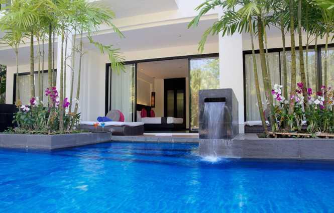 Splash Pool Access Room