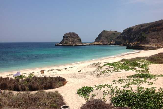 Jeeva Beloam's wild beach