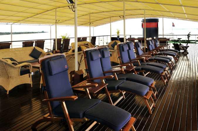Upper deck lounge area