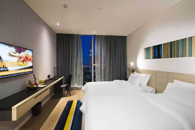 Premier city view twin room