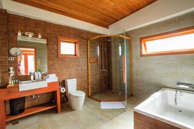 Deluxe Villa bathroom