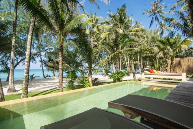 Sea views from Beachfront Pool Suite