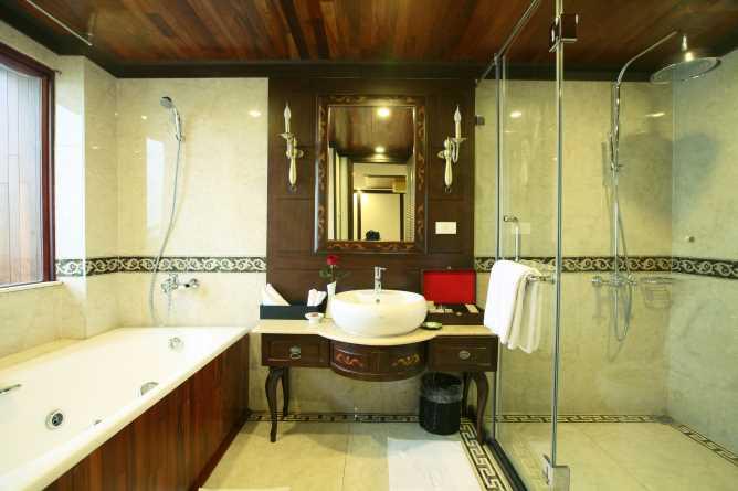 Indochina Sails Premium junk bathroom