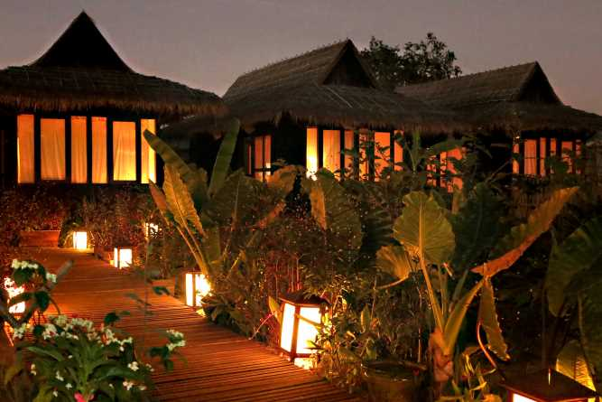 La Maison Birmane at dusk