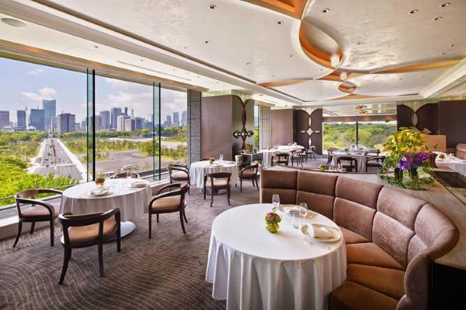 Crown - fine dining French restauramt